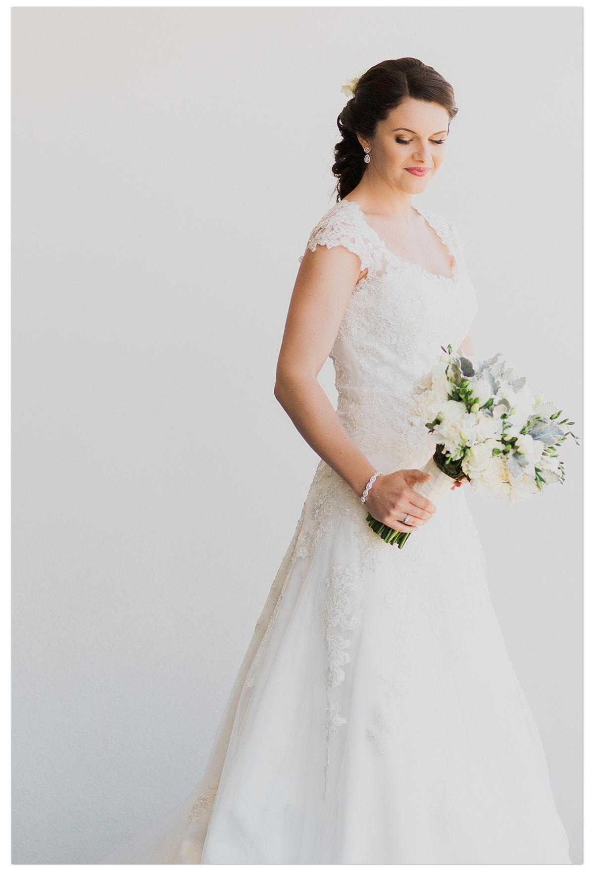bride_in_lace_dress