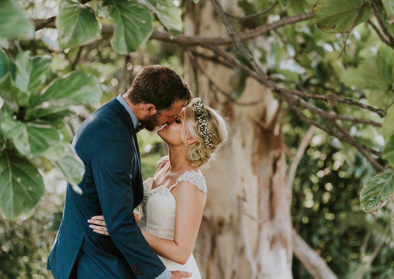 platypus park wedding bride groom under a tree